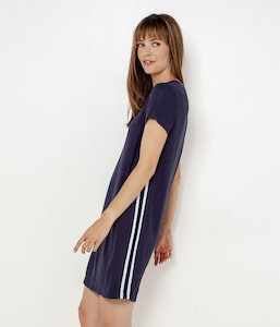 Robe sporty à bandes