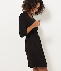 Robe noire manches ¾